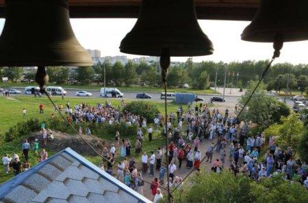 Народный сход против храма в Приморском районе Петербурга превратился в мирный диалог жителей