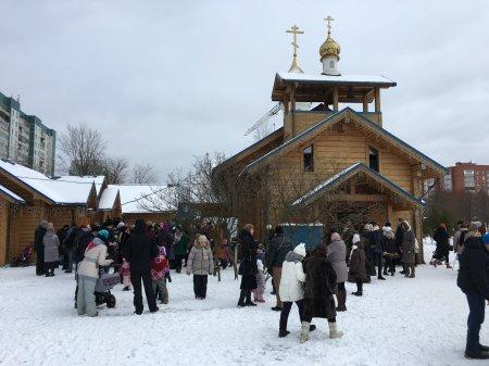 Где блины – там и мы. На приходе храма святителя Николая на ул. Долгоозерной состоялся праздник Масленицы.
