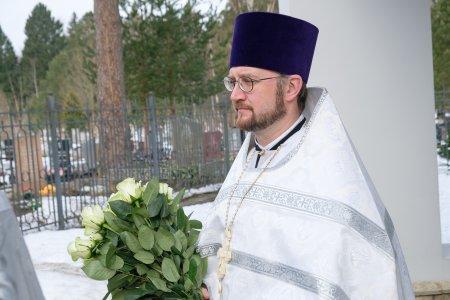 Митрополит Варсонофий возглавил Божественную литургию в Успенском храме Северного кладбища
