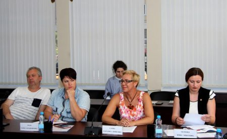 Протоиерей Александр Ткаченко провел круглый стол по вопросам благотворительности, социальной ответсвенности и гражданского просвещения