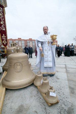 В соборе Сошествия Святого Духа на Апостолов освятили колокола.